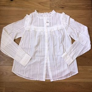 Gap White Top with Hole Design